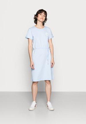 ONE PLANET - Žerzejové šaty - sweet blue