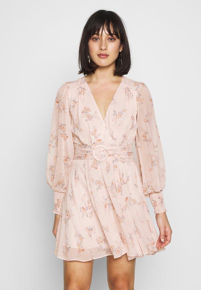 CLARA BELTED SKATER DRESS - Korte jurk - apricot blossom