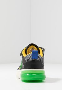 Geox - GRAYJAY BOY - Sneakersy wysokie - black/green - 3