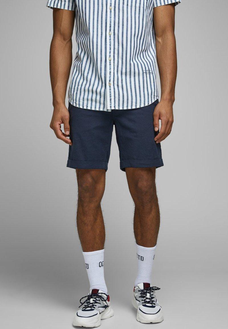 Jack & Jones - JJILINEN JJCHINO - Shorts - navy blazer