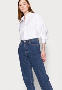 Selected Femme Tall - LONG HARBOUR - Straight leg jeans - medium blue denim - 3