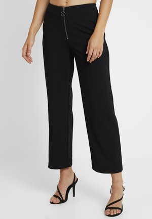 ONLLISA WIDE FIT PANT - Tygbyxor - black