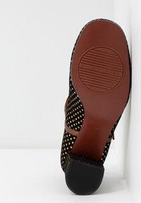 Chie Mihara - POPY - Classic heels - black - 6