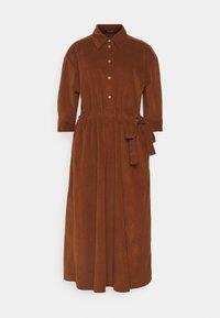 DRESS FEMININ STYLE BELTED WAIST - Shirt dress - toffee brown