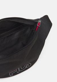Fila - WAIST BAG SLIM ROSSO SMALL LOGO UNISEX - Rumpetaske - black - 2