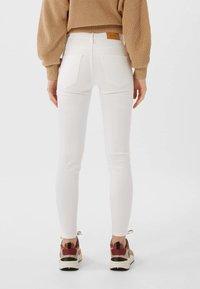 Stradivarius - BASIC - Jeans Skinny Fit - white - 2