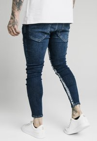 SIKSILK - SKINNY FIT PAINT STRIPE WITH DISTRESSING - Jeans Skinny - midstone blue/white - 2