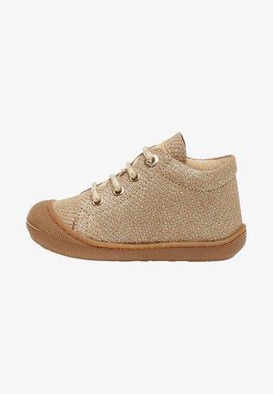 COCOON - Chaussures premiers pas - gold