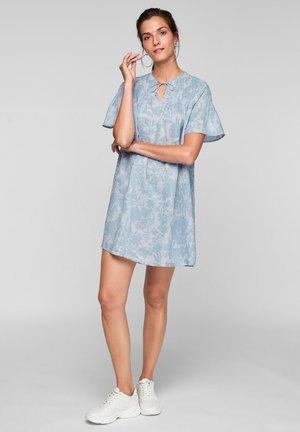DE PLIS NERVURÉS - Day dress - light blue