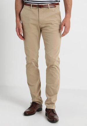 STUART - Chino kalhoty - sand