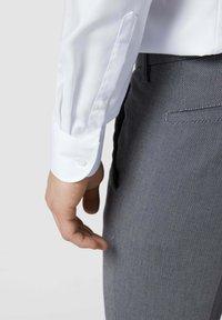 OLYMP Level Five - SLIM FIT BUSINESS AUS TWILL - Formal shirt - weiß - 2