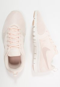 Nike Performance - WMNS NIKE FLEX ESSENTIAL TR - Sportovní boty - guava ice/particle beige/sail - 1