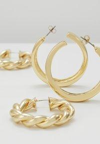 Pieces - PCOLKA HOOP EARRINGS 2 PACK - Øreringe - gold-coloured - 2