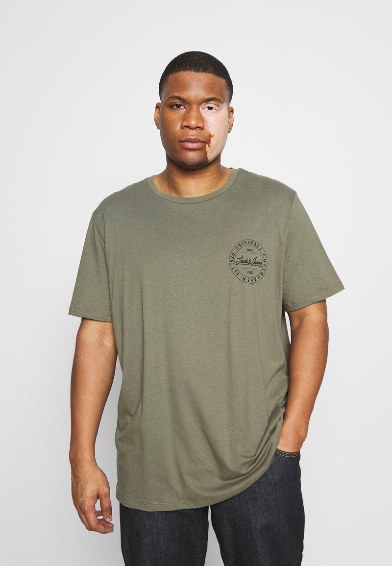 Jack & Jones - JORMOVESMALL TEE CREW NECK - Print T-shirt - dusty olive