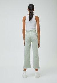 PULL&BEAR - CROPPED - Straight leg jeans - mottled light green - 2