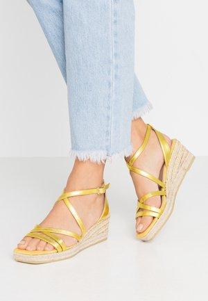 MAUI - Sandály na platformě - citron