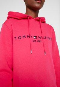 Tommy Hilfiger - HOODIE - Sweat à capuche - bright jewel - 5