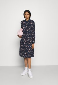 Vero Moda - VMGALLIE DRESS - Skjortekjole - navy blazer/gallie - 1