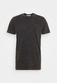 Han Kjøbenhavn - CASUAL TEE - Print T-shirt - brown acid - 4