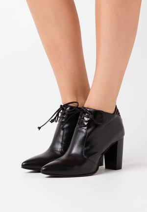 DIANBO - Ankle boots - poncho black