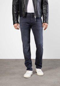 MAC Jeans - MACFLEXX GRAUTÖNE - Slim fit jeans - authentic dark grey - 0