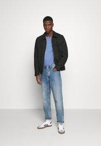 Levi's® - TEE - Print T-shirt - PLACE COLONY BLUE - 1