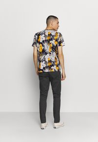 Jack & Jones - JORNIKO  - T-shirt print - spicy mustard - 2