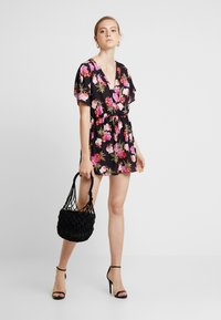 Missguided - WRAP OVER KIMONO SLEEVE PLAYSUIT - Combinaison - black - 1