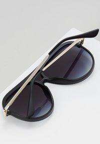 QUAY AUSTRALIA - EMPIRE - Sunglasses - matte black/gold-coloured/smoke fade - 4