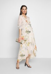 Hope & Ivy Maternity - SLEEVE WRAP DRESS - Maxi šaty - blush - 1