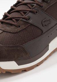 Lacoste - URBAN BREAKER - Sneakersy niskie - brown - 5