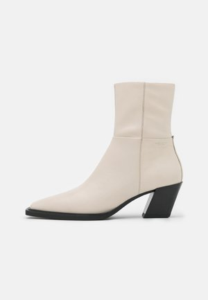 ALINA - Korte laarzen - offwhite