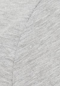 Pieces Maternity - PCMRINA CROP  - Camiseta básica - light grey melange - 2