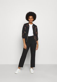 Vero Moda - VMGALLIE  - Bomber Jacket - black/gallie - 1