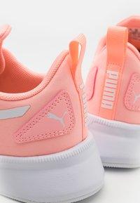 Puma - FLYER RUNNER UNISEX - Sports shoes - elektro peach/white - 5