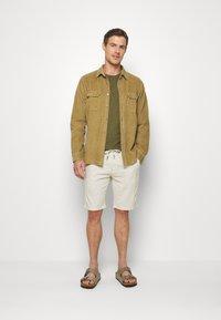 Lindbergh - WASHED TEE - T-shirt - bas - army - 1