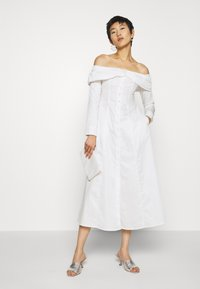 Who What Wear - THE OFF THE SHOULDER DRESS - Shirt dress - white - 1