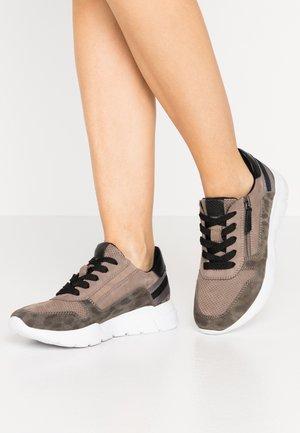 Sneakers - jagua