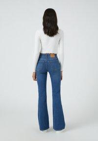 PULL&BEAR - FLARE - Bootcut jeans - mottled blue - 2