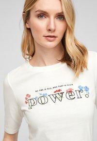 s.Oliver - Print T-shirt - offwhite power print - 3