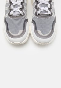 Cole Haan - ZEROGRAND OUTPACE RUNNER - Trainers - optic white/nimbus cloud/rose gold metallic - 5