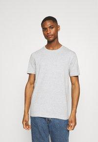 Pier One - 5 PACK - T-shirt basic - black/white/light grey - 4