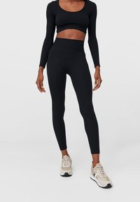 Stradivarius - NAHTLOSE - Leggings - Trousers - black - 0