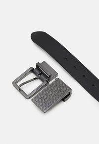 Calvin Klein - NANO PLAQUE ESSENTIAL BUCKLE SET - Belt - black - 2