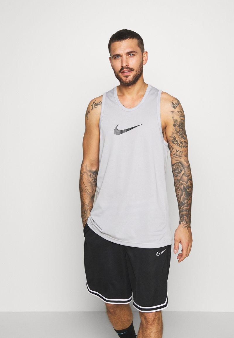 Nike Performance - DRY CROSSOVER - Funktionströja - light smoke grey/dark smoke grey