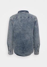 Calvin Klein Jeans - MODERN WESTERN - Shirt - denim light - 1