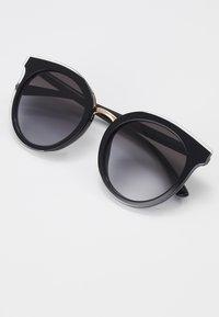 Dolce&Gabbana - Sluneční brýle - top crystal on black - 2