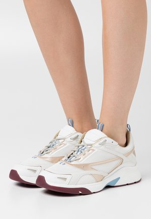 GILDA RUNN  - Trainers - white/gold
