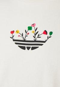 adidas Originals - TREFOIL BLOOM GRAPHICS - T-shirt imprimé - non-dyed - 2