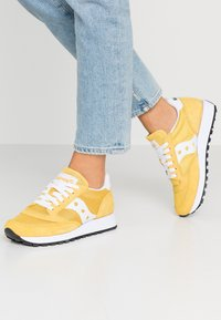 Saucony - JAZZ VINTAGE - Trainers - yellow/white - 0
